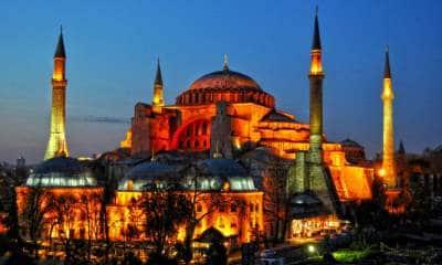 Γιορτάζουν οι Τούρκοι. Χότζας στην Αγία Σοφία ανήμερα της Άλωσης.