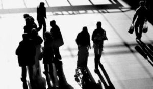 Μειώσεις μισθών και απολύσεις. Απειλή για 1,7 εκατ. εργαζομένους.