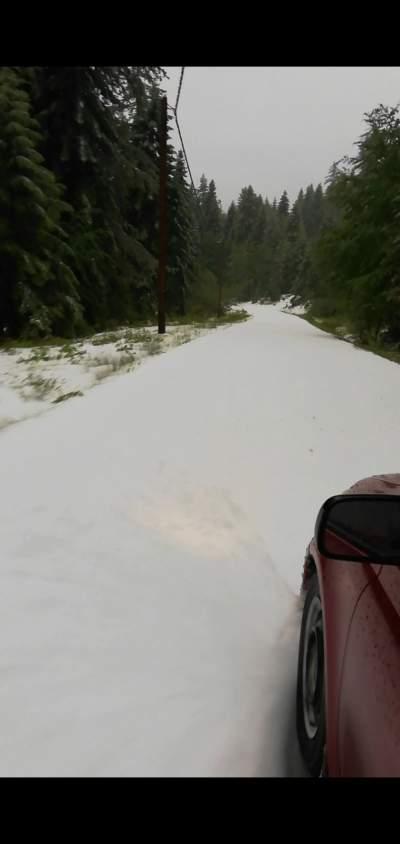 Χιονίζει στο Ζαγόρι πέντε μέρες πριν μπει ο Ιούνιος!