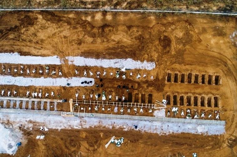Κορονοϊός Θεσσαλονίκη - Ανοίγουν δεκάδες τάφους για τα θύματα - Εικόνες σοκ